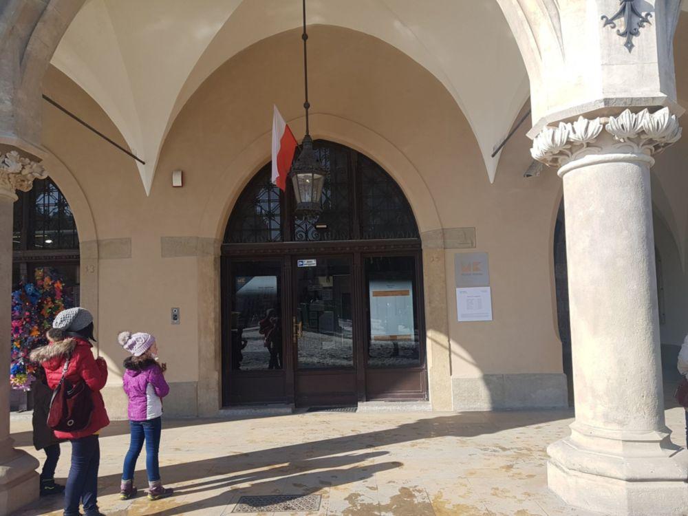 Entrada de museo subterráneo de Cracovia